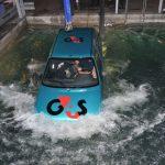 Hier kun je een auto te water training volgen